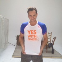 Asier Etxeandía con YES WITH CANCER